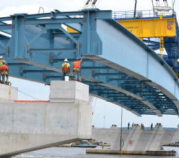 Approach Spans New NY Bridge